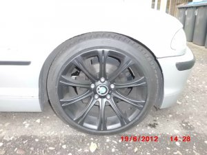 - NoName/Ebay -  Felge in 9x18 ET 43 mit - NoName/Ebay -  Reifen in 225/40/18 montiert vorn Hier auf einem 3er BMW E46 323i (Limousine) Details zum Fahrzeug / Besitzer