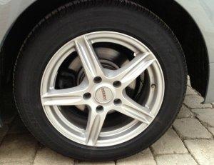 Dezent  Felge in 7x16 ET 34 mit BMW  Reifen in 205/55/16 montiert vorn Hier auf einem 3er BMW E90 320i (Limousine) Details zum Fahrzeug / Besitzer
