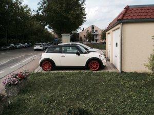 Autec Wizard Felge in 7.5x17 ET 38 mit Hankook V12 evo Reifen in 205/45/17 montiert vorn Hier auf einem MINI BMW R56 Mini Cooper S (2-Türer) Details zum Fahrzeug / Besitzer