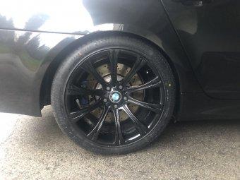 BMW M Performance  Felge in 9.5x19 ET 28 mit Michelin  Reifen in 285/35/19 montiert hinten mit 5 mm Spurplatten Hier auf einem 5er BMW E60 M5 (Limousine) Details zum Fahrzeug / Besitzer