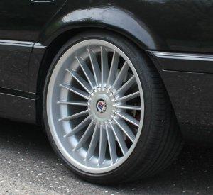 Alpina Classic II Felge in 10.5x21 ET 28 mit Continental Sport Contact 5P Reifen in 295/25/21 montiert hinten mit 5 mm Spurplatten Hier auf einem 7er BMW E38 728i (Limousine) Details zum Fahrzeug / Besitzer