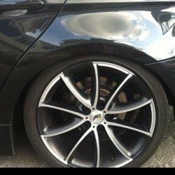 AEZ Excite Felge in 8x18 ET  mit Dunlop Winter Sport 3D Reifen in 225/40/18 montiert hinten mit 20 mm Spurplatten und mit folgenden Nacharbeiten am Radlauf: Kanten gebördelt Hier auf einem 3er BMW E91 320d (Touring) Details zum Fahrzeug / Besitzer