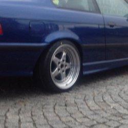 Kerscher Kerscher RX Felge in 9x17 ET 35 mit Yokohama  Reifen in 225/35/17 montiert hinten mit 15 mm Spurplatten und mit folgenden Nacharbeiten am Radlauf: Kanten gebördelt Hier auf einem 3er BMW E36 328i (Coupe) Details zum Fahrzeug / Besitzer