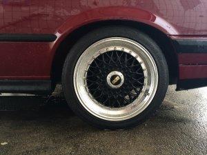 - NoName/Ebay - Lenso BSX Felge in 7.5x16 ET 25 mit Hankook Ventus V12 Reifen in 205/45/16 montiert hinten und mit folgenden Nacharbeiten am Radlauf: Kanten gebördelt Hier auf einem 3er BMW E30 318i (2-Türer) Details zum Fahrzeug / Besitzer