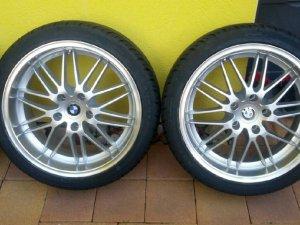 - NoName/Ebay - Y Design Felge in 8x18 ET 35 mit A.T.U Sommer Reifen in 225/40/18 montiert hinten mit 15 mm Spurplatten Hier auf einem 3er BMW E90 318i (Limousine) Details zum Fahrzeug / Besitzer