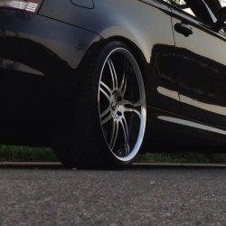 Work Varianzas t1s Felge in 10.5x20 ET  mit Dunlop Sportmaxx GT Reifen in 275/25/20 montiert hinten mit 5 mm Spurplatten und mit folgenden Nacharbeiten am Radlauf: gebördelt und gezogen Hier auf einem 1er BMW E82 135i (Coupe) Details zum Fahrzeug / Besitzer
