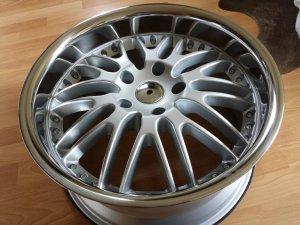 royal wheels GT Felge in 8.5x18 ET 35 mit Wanli 1066 Reifen in 225/45/18 montiert hinten und mit folgenden Nacharbeiten am Radlauf: Kanten gebördelt Hier auf einem 3er BMW E36 320i (Limousine) Details zum Fahrzeug / Besitzer