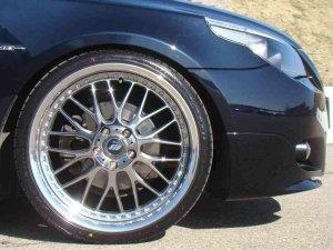Work VS-XX 2D Chrom Felge in 9x20 ET  mit Falken FALKEN AZENIS FK-453 Reifen in 245/30/20 montiert vorn mit 20 mm Spurplatten Hier auf einem 5er BMW E61 525d (Touring) Details zum Fahrzeug / Besitzer