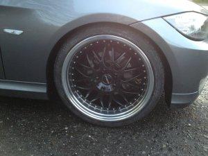 - NoName/Ebay -  Felge in 8.5x19 ET  mit kumho leSport Reifen in 235/30/19 montiert vorn Hier auf einem 3er BMW E91 318i (Touring) Details zum Fahrzeug / Besitzer