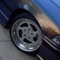 CarLine  Felge in 9x17 ET  mit Falken  Reifen in 225/35/17 montiert vorn und mit folgenden Nacharbeiten am Radlauf: gebördelt und gezogen Hier auf einem 3er BMW E36 328i (Cabrio) Details zum Fahrzeug / Besitzer