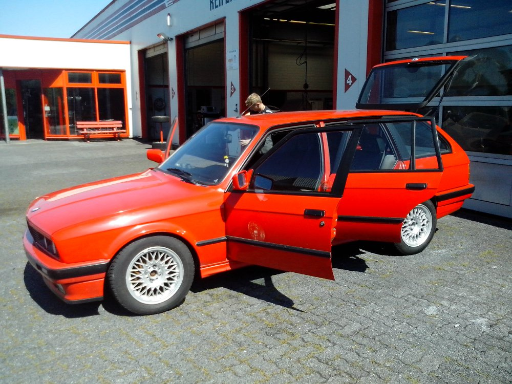 e30 red one iii 3er bmw e30 touring tuning. Black Bedroom Furniture Sets. Home Design Ideas