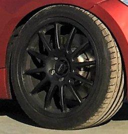 Team Dynamics Motorsport Pro Race 1.3 Felge in 8.5x18 ET 52 mit Michelin Pilot Sport 3 Reifen in 235/40/18 montiert vorn mit 20 mm Spurplatten und mit folgenden Nacharbeiten am Radlauf: Kanten gebördelt Hier auf einem 1er BMW E82 135i (Coupe) Details zum Fahrzeug / Besitzer