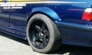 AC Schnitzer  Felge in 10x17 ET 17 mit Pirelli  Reifen in 255/45/17 montiert hinten mit 15 mm Spurplatten und mit folgenden Nacharbeiten am Radlauf: massive Aufweitung Hier auf einem 3er BMW E36 325i (Coupe) Details zum Fahrzeug / Besitzer