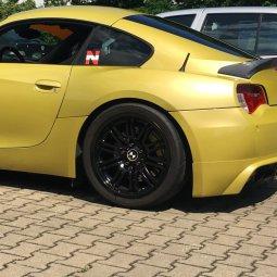 BMW Styling 67 HA Felge in 9x18 ET 26 mit Toyo R888 Reifen in 255/35/18 montiert hinten mit 5 mm Spurplatten und mit folgenden Nacharbeiten am Radlauf: gebördelt und gezogen Hier auf einem Z4 BMW E86 3.0si (Coupe) Details zum Fahrzeug / Besitzer