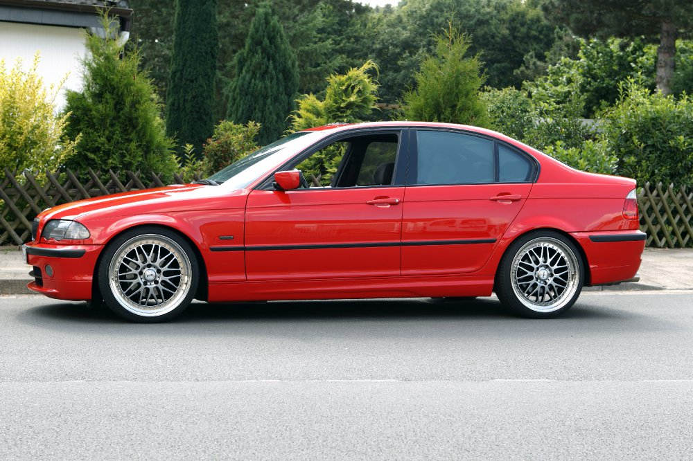 Lady in red - 3er BMW - E46