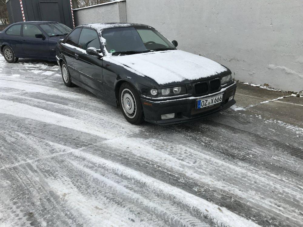 Übergangs E36 All Black - 3er BMW - E36