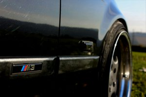 Kerscher RS Felge in 9.5x17 ET 28 mit Hankook evo Reifen in 215/35/17 montiert vorn und mit folgenden Nacharbeiten am Radlauf: Kanten gebördelt Hier auf einem 3er BMW E36 328i (Cabrio) Details zum Fahrzeug / Besitzer