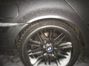 BMW M Performance Styling 65 M5 Felge in 9.5x18 ET 22 mit - NoName/Ebay -  Reifen in 225/40/18 montiert hinten und mit folgenden Nacharbeiten am Radlauf: Kanten gebördelt Hier auf einem 3er BMW E46 330d (Touring) Details zum Fahrzeug / Besitzer