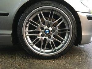 BMW M Performance Styling 65 M5 Chrome Shadow Felge in 8x18 ET 20 mit kumho Ecsta Le Sport Reifen in 215/40/18 montiert vorn Hier auf einem 3er BMW E46 330d (Touring) Details zum Fahrzeug / Besitzer
