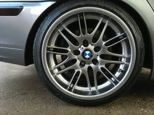 BMW M Performance Styling 65 M5 Chrome Shadow Felge in 9.5x18 ET 22 mit kumho Ecsta Le Sport Reifen in 225/40/18 montiert hinten mit folgenden Nacharbeiten am Radlauf: Kanten gebördelt Hier auf einem 3er BMW E46 330d (Touring) Details zum Fahrzeug / Besitzer