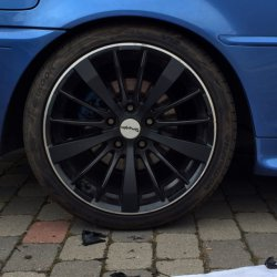 Tomason TN6 Felge in 8.5x18 ET 35 mit Hankook Ventus v12 Reifen in 225/40/18 montiert hinten und mit folgenden Nacharbeiten am Radlauf: Kanten gebördelt Hier auf einem 3er BMW E46 320i (Cabrio) Details zum Fahrzeug / Besitzer