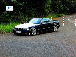 AC Schnitzer  Felge in 8x17 ET 40 mit Fulda  Reifen in 215/40/17 montiert hinten mit 10 mm Spurplatten und mit folgenden Nacharbeiten am Radlauf: gebördelt und gezogen Hier auf einem 3er BMW E36 325i (Cabrio) Details zum Fahrzeug / Besitzer