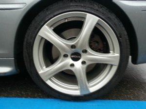 Ronal  Felge in 8x18 ET 35 mit Fulda  Reifen in 225/40/18 montiert hinten mit 20 mm Spurplatten und mit folgenden Nacharbeiten am Radlauf: gebördelt und gezogen Hier auf einem 3er BMW E46 330i (Coupe) Details zum Fahrzeug / Besitzer