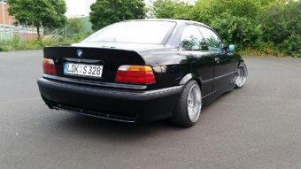 RH Felgen  Felge in 9.5x16 ET 14 mit Yokohama  Reifen in 215/40/16 montiert hinten und mit folgenden Nacharbeiten am Radlauf: Kanten gebördelt Hier auf einem 3er BMW E36 328i (Coupe) Details zum Fahrzeug / Besitzer