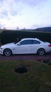 BMW M Performance M193 Felge in 8.5x18 ET 37 mit Uniroyal Rainsport3 SST Reifen in 225/40/18 montiert hinten mit 20 mm Spurplatten Hier auf einem 3er BMW E92 335d (Coupe) Details zum Fahrzeug / Besitzer