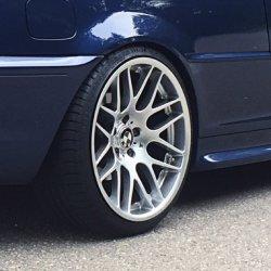 - NoName/Ebay - VMR 703 Felge in 9.5x19 ET 37 mit - NoName/Ebay - Accelera PHI Reifen in 255/30/19 montiert hinten mit folgenden Nacharbeiten am Radlauf: Kanten gebördelt Hier auf einem 3er BMW E46 325i (Coupe) Details zum Fahrzeug / Besitzer