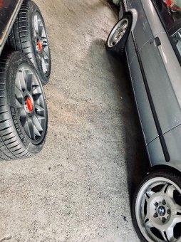 BBS RC 305 Felge in 9x17 ET 32 mit Michelin Pilot Sport 4S Reifen in 245/40/17 montiert hinten und mit folgenden Nacharbeiten am Radlauf: Kanten gebördelt Hier auf einem 3er BMW E30 M3 (2-Türer) Details zum Fahrzeug / Besitzer