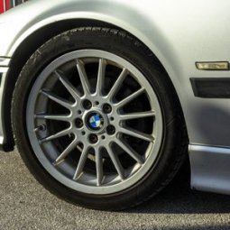 BMW style 32 Felge in 7.5x17 ET 47 mit Goodyear Eagle F1 Asymmetric 2 Reifen in 215/45/17 montiert vorn Hier auf einem 3er BMW E36 316i (Compact) Details zum Fahrzeug / Besitzer
