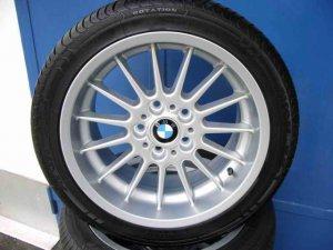 BMW Radial 32 Felge in 8x17 ET 34 mit Michelin  Reifen in 225/45/17 montiert hinten mit 20 mm Spurplatten Hier auf einem 3er BMW E90 320d (Limousine) Details zum Fahrzeug / Besitzer