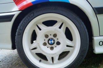 BMW M Performance Styling 24 Felge in 8.5x17 ET 41 mit Michelin Pilot Sport4 Reifen in 245/40/17 montiert hinten Hier auf einem 3er BMW E36 318i (Limousine) Details zum Fahrzeug / Besitzer