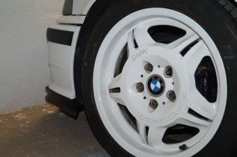 BMW M Performance Styling 24 Felge in 7.5x17 ET 41 mit Michelin Pilot Sport4 Reifen in 225/45/17 montiert vorn Hier auf einem 3er BMW E36 318i (Limousine) Details zum Fahrzeug / Besitzer