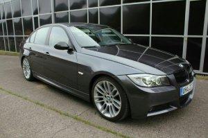 BMW Styling 195 Felge in 8.5x18 ET  mit Michelin Pilot Reifen in 225/40/18 montiert vorn mit 20 mm Spurplatten Hier auf einem 3er BMW E90 320i (Limousine) Details zum Fahrzeug / Besitzer