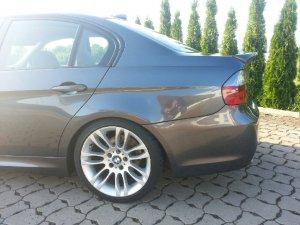 BMW Styling 195 Felge in 8x18 ET  mit Michelin Pilot Reifen in 255/35/18 montiert hinten mit 20 mm Spurplatten Hier auf einem 3er BMW E90 320i (Limousine) Details zum Fahrzeug / Besitzer