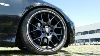 BBS CH-R schwarz matt Felge in 8.5x19 ET 32 mit Dunlop SP Sport Maxx GT XL MFS Reifen in 225/35/19 montiert vorn mit 10 mm Spurplatten Hier auf einem 3er BMW E90 325i (Limousine) Details zum Fahrzeug / Besitzer