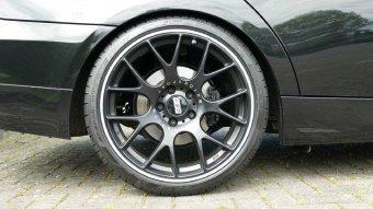 BBS CH-R schwarz matt Felge in 9.5x19 ET 35 mit Dunlop SP Sport Maxx GT XL MFS Reifen in 265/30/19 montiert hinten mit 10 mm Spurplatten Hier auf einem 3er BMW E90 325i (Limousine) Details zum Fahrzeug / Besitzer