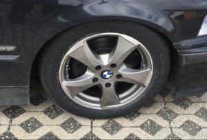 - NoName/Ebay - Wheelworld WH22 Felge in 7x16 ET 45 mit Goodyear efficientgrip performance Reifen in 205/55/16 montiert vorn mit 10 mm Spurplatten Hier auf einem 3er BMW E36 320i (Touring) Details zum Fahrzeug / Besitzer
