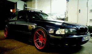 AC Schnitzer TYP 3 Felge in 8.5x18 ET  mit Pirelli  Reifen in 245/40/18 montiert vorn und mit folgenden Nacharbeiten am Radlauf: Kanten gebördelt Hier auf einem 5er BMW E39 520i (Limousine) Details zum Fahrzeug / Besitzer