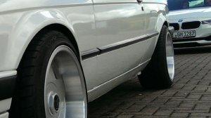 Borbet A Felge in 9x16 ET 15 mit Toyo  Reifen in 215/40/16 montiert vorn mit 5 mm Spurplatten und mit folgenden Nacharbeiten am Radlauf: Kanten gebördelt Hier auf einem 3er BMW E30 320i (2-Türer) Details zum Fahrzeug / Besitzer
