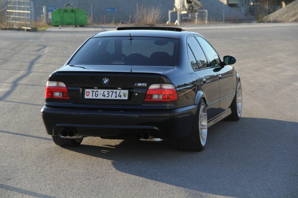 ///M5 E39___Black Devil with White Angel Eyes - 5er BMW - E39
