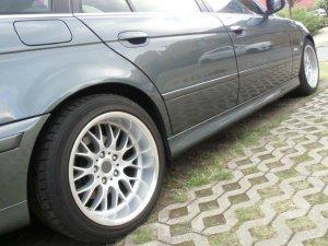 ROD 58 Felge in 10x17 ET 15 mit Continental Conti SP C3 Reifen in 255/40/17 montiert hinten und mit folgenden Nacharbeiten am Radlauf: Kanten gebördelt Hier auf einem 5er BMW E39 520i (Touring) Details zum Fahrzeug / Besitzer