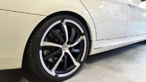 Brock Rund Felge in 9.5x19 ET 25 mit Brock Rund Reifen in 255/30/19 montiert hinten mit 20 mm Spurplatten und mit folgenden Nacharbeiten am Radlauf: Kanten gebördelt Hier auf einem 3er BMW E91 335d (Touring) Details zum Fahrzeug / Besitzer