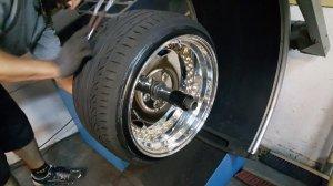 O.Z Breyton Felge in 12x17 ET 32 mit Hankook SP 2000 Reifen in 245/35/17 montiert hinten mit folgenden Nacharbeiten am Radlauf: massive Aufweitung Hier auf einem 3er BMW E36 328i (Cabrio) Details zum Fahrzeug / Besitzer