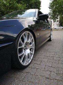BBS CK005 Felge in 8.5x20 ET 15 mit Pirelli P zero Nero gt Reifen in 235/30/20 montiert vorn mit folgenden Nacharbeiten am Radlauf: Kanten gebördelt Hier auf einem 5er BMW E39 535i (Limousine) Details zum Fahrzeug / Besitzer