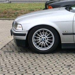 BMW Styling 32 Felge in 7x16 ET 46 mit Continental  Reifen in 225/50/16 montiert vorn mit 15 mm Spurplatten Hier auf einem 3er BMW E36 318i (Limousine) Details zum Fahrzeug / Besitzer