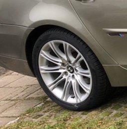 BMW M Performance Styling 135 Felge in 8x18 ET 20 mit Vredestein  Reifen in 245/40/18 montiert hinten mit 20 mm Spurplatten Hier auf einem 5er BMW E61 523i (Touring) Details zum Fahrzeug / Besitzer