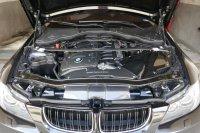 E90 330i  290 PS M(3) Fahrwerk - 3er BMW - E90 / E91 / E92 / E93 - Motorraum Carbon(1).JPG